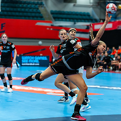 Danick Snelder of Netherlands in action during the Women's EHF Euro 2020 match between Netherlands and Hungry at Sydbank Arena on december 08, 2020 in Kolding, Denmark (Photo by RHF Agency/Ronald Hoogendoorn)