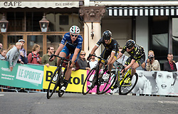 © Licensed to London News Pictures.  19/08/2017; Bristol, UK. Bristol Cycling Grand Prix 2017 takes place on a course through roads in the city centre. Picture of RORY TOWNSEND at the front with other competitors on his way to winning the Mens Elite race. Fred Scheske was in 2nd place and Joshua Price in 3rd. Picture credit : Simon Chapman/LNP