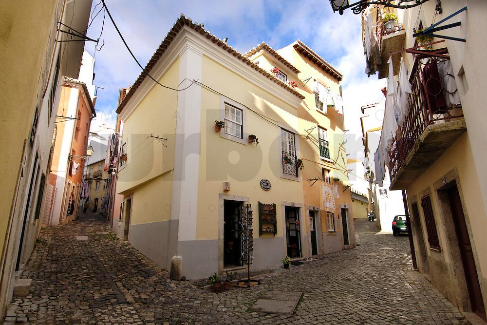 01 JAN 2006, LISBON/PORTUGAL:<br /> Haeuser und Gassen von Alfama, einem historischen Stadtteil der Stadt Lissabon<br /> Houses und Streets of Alfama, a historical district of the city of Lisbon<br /> IMAGE: 20060101-01-010<br /> KEYWORDS: Lisboa, Reise, travel, Stadtansicht, Europa, europe, cityscape, Häuser, Haus