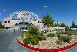 Thomas & Mack Center<br /> World Cup Final Jumping - Las Vegas 2003<br /> © Hippo Foto - Dirk Caremans