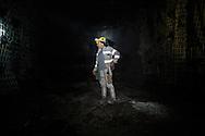 Valentina Zurro sul punto di taglio, come bullonatrice controlla che dopo il taglio le pareti di roccia vengano fissate e che non ci siano crolli e frane
