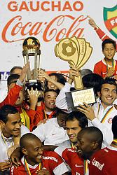 Jogadores do Internacional comemoram conquista do 41 título do Campeonato Gaúcho, no Estádio Beira Rio, em Porto Alegre. FOTO: Jefferson Bernardes/Preview.com