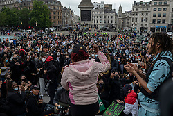 © Licensed to London News Pictures. 12/06/2020. London, UK. A woman sings to Black Lives Matter protesters gathered in Trafalgar Square at the end of a demonstration in London. Protests have taken place across the United States and in cities around the world in response to the killing of George Floyd by police officers in Minneapolis on 25 May. Photo credit: Rob Pinney/LNP