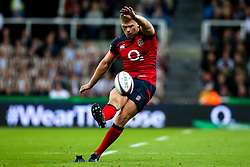 Owen Farrell of England kicks a penalty - Mandatory by-line: Robbie Stephenson/JMP - 06/09/2019 - RUGBY - St James's Park - Newcastle, England - England v Italy - Quilter Internationals