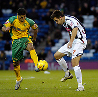 Photo: Leigh Quinnell.<br /> West Bromwich Albion v Norwich City. Coca Cola Championship. 11/11/2006. Norwichs' Youssef Safri is challenged by West Broms Darren Carter.