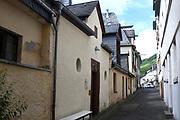 """Mosel / Moezel is een wijnstreek in Duitsland rond de rivieren de Moezel<br /> <br /> Mosel / Moselle is a wine region in Germany around the rivers Moselle<br /> <br /> Op de foto / On the photo: Zell staat in de Moezel-regio met name bekend om de 'Zeller Schwarze Katz' (de 'Zeller zwarte kat'), de naam van de lokale Moezelwijn. /// <br /> Zell is in the Moselle region particularly famous for the """"Zeller Schwarze Katz"""" (Zeller black cat """"), the name of the local Moselle wine."""