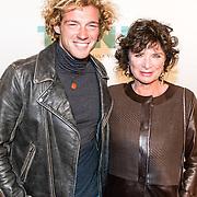 NLD/Amsterdam/20161005 - Filmpremiere Tonio, Linda van Dijck en zoon Jame