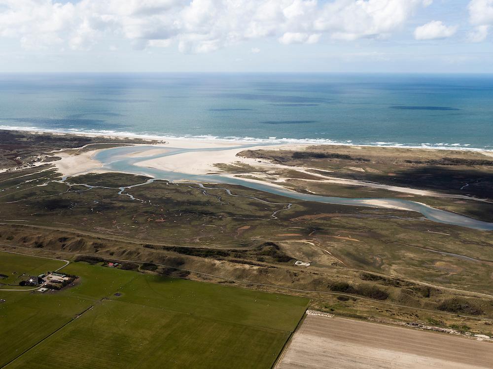 Nederland, Noord-Holland, Texel, 16-04-2012; Polder Eijerland met De Slufter, gezien in westelijk richting, naar de Noordzee..Het natuurgebied, een duinvalllei met kreken, is ontstaan doordat de duinen in het verleden doorgebroken zijn. De Sluftervallei staat in open verbinding met de Noordzee en wordt beïnvloed door eb en vloed..Polder and natural area The Slufter, beach and dunes of the isle of Texel. Coast of the Northsea..luchtfoto (toeslag), aerial photo (additional fee required);.copyright foto/photo Siebe Swart.luchtfoto (toeslag), aerial photo (additional fee required);.copyright foto/photo Siebe Swart