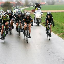 WEVELGEM (BEL) wielrennen: De vrouweneditie van Gent-Wevelgem werd onder epische omstandigheden verreden. Wind en regen waren naast de heuvels de tegenstander van het vrouwenpeloton.<br /> Janneke Ensing, Iris Slappendel, Amy Pieters, Chloe Hosking, Floortje Mackay