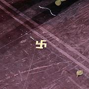 NLD/Breda/20111023 - Premiere De Producers, cast, hakenkruis op de grond