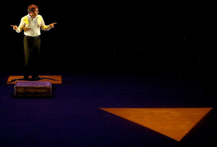 """TEMA: TEMPORADA ALTA DE TEATRE: """"NON SOLUM"""" AMB SERGI LO?PEZ..LLOC: GIRONA..DATA: 07/11/05..FOTO: CLICK ART FOTO."""