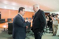 29 AUG 2018, BERLIN/GERMANY:<br /> Hubertus Heil (L), SPD, Bundesarbeitsminister, und Horst Seehofer (R), CSU, Bundesinnenminister, im Gespraech, vor Beginn der Kabinettsitzung, Bundeskanzleramt<br /> IMAGE: 20180829-01-007<br /> KEYWORDS: Kabinett, Sitzung, Gespräch