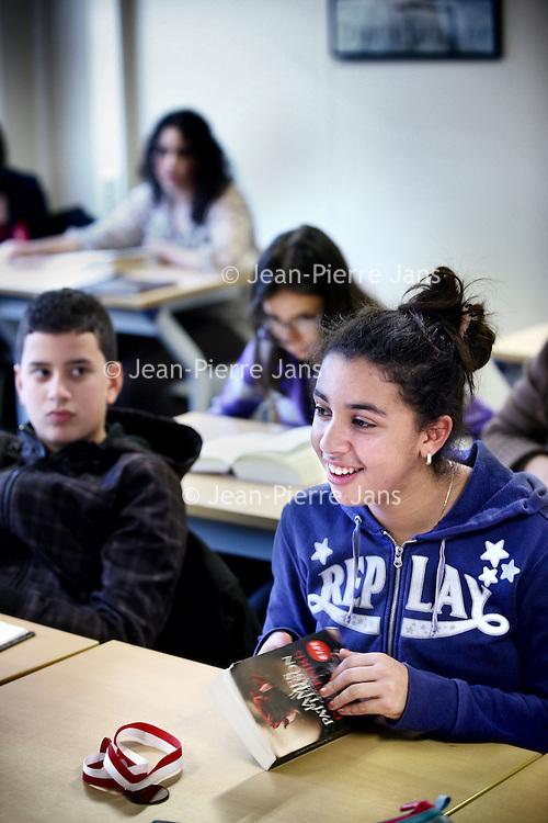 Nederland, Amsterdam , 9 november 2011..Brugklas veen z.g. zwarte school, het Comeniuslyceum in de Derkinderenstraat in Amsterdam Nieuw West..Foto:Jean-Pierre Jans