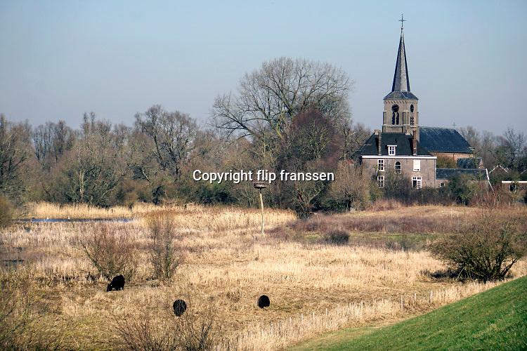 Nederland, Kekerdom, 23-2-2019In het uiterwaardengebied van de millingerwaard is het ooievaarsnest alweer bezet door een koppel . het is uitzonderlijk warm en mooi weer voor de tijd van het jaar . Weerrecord in februari . De natuur staat op springen en mensen komen fietsen en wandelen in dit gebied .Foto: Flip Franssen