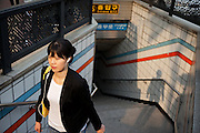 Frau vor einem Ausgang der Seoul Metro im Zentrum der koreanischen Haupstadt.<br /> <br /> Woman leaving  an exit of the Seoul metro (subway) in the center of the korean capital.