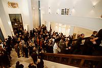 10 JAN 2001, BERLIN/GERMANY:<br /> Vertretung des Freistaates Bayern beim Bund, Eingangshalle, waehrend einem Empfang anlaesslich des Neujahrskonzertes<br /> IMAGE: 20010110-03/01-03<br /> KEYWORDS: Landesvertretung