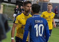 Edgar Babayan (Hobro IK) og Rezan Corlu (Lyngby Boldklub) er ved at komme op og slås under kampen i 3F Superligaen mellem Lyngby Boldklub og Hobro IK den 20. juli 2020 på Lyngby Stadion (Foto: Claus Birch).