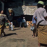 Indonesia, Bali, Vegetable and souvenir stalls at market in town of Gianyar