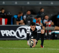 Sam Davies of Ospreys lines up a kick at goal<br /> <br /> Photographer Simon King/Replay Images<br /> <br /> Guinness PRO14 Round 2 - Ospreys v Cheetahs - Saturday 8th September 2018 - Liberty Stadium - Swansea<br /> <br /> World Copyright © Replay Images . All rights reserved. info@replayimages.co.uk - http://replayimages.co.uk