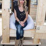 NLD/Zandvoort/20140518 - Lock me Up - Free a Girl  2014, Vivian Reijs in haar hokje