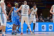 DESCRIZIONE : Beko Final Eight Coppa Italia 2016 Serie A Final8 Quarti di Finale Vanoli Cremona - Dinamo Banco di Sardegna Sassari<br /> GIOCATORE : Deron Washington Marco Cusin<br /> CATEGORIA : Fair Play<br /> SQUADRA : Vanoli Cremona<br /> EVENTO : Beko Final Eight Coppa Italia 2016<br /> GARA : Quarti di Finale Vanoli Cremona - Dinamo Banco di Sardegna Sassari<br /> DATA : 19/02/2016<br /> SPORT : Pallacanestro <br /> AUTORE : Agenzia Ciamillo-Castoria/L.Canu