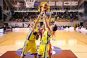 DESCRIZIONE : Ancona Lega A 2011-12 Fabi Shoes Montegranaro Cimberio Varese<br /> GIOCATORE : mani<br /> CATEGORIA : mani rimbalzo<br /> SQUADRA : Fabi Shoes Montegranaro Cimberio Varese<br /> EVENTO : Campionato Lega A 2011-2012<br /> GARA : Fabi Shoes Montegranaro Cimberio Varese<br /> DATA : 29/01/2012<br /> SPORT : Pallacanestro<br /> AUTORE : Agenzia Ciamillo-Castoria/C.De Massis<br /> Galleria : Lega Basket A 2011-2012<br /> Fotonotizia : Ancona Lega A 2011-12 Fabi Shoes Montegranaro Cimberio Varese<br /> Predefinita :