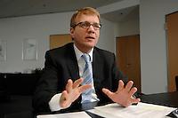 09 JAN 2007, BERLIN/GERMANY:<br /> Ronald Pofalla, CDU Generalsekretaer, waehrend einem Interview, in seinem Buero, CDU Bundesgeschaeftsstelle<br /> IMAGE: 20070109-01-031