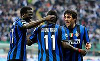 Fotball<br /> Italia<br /> Foto: Insidefoto/Digitalsport<br /> NORWAY ONLY<br /> <br /> esultanza di Mariga, Muntari e Milito dell'Inter<br /> <br /> 24.04.2010<br /> Inter v Atalanta<br /> Campionato di calcio di serie A 2009/2010