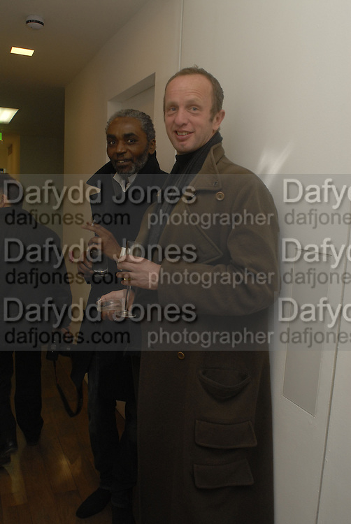 Johnnie Shand Kydd. Liza Lou exhibition. White Cube, Hoxton sq. London. 2 March 2006. ONE TIME USE ONLY - DO NOT ARCHIVE  © Copyright Photograph by Dafydd Jones 66 Stockwell Park Rd. London SW9 0DA Tel 020 7733 0108 www.dafjones.com