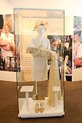 Beatrix opent tentoonstelling Máxima, 10 jaar in Nederland.//<br /> Queen Beatrix opens the exibition Maxima 10 years in the Netherlands<br /> <br /> Op de foto: De Doopjurk / Christening Clothes