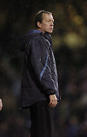 Photo: Olly Greenwood.<br />West Ham United v Manchester City. The Barclays Premiership. 30/12/2006. West Ham manager Alan Curbishley looks dejected