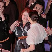 NLD/Amsterdam/20110328 - Uitreking Rembrandt Awards 2011,  Eva van der Gugcht feliciteert Carice van Houten