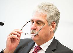 """04.05.2015, BMF, Wien, AUT, Bundesregierung, Pressestatement anlässlich der Konferenz """"Grenzüberschreitender Steuerbetrug"""", im Bild Bundesminister für Finanzen Hans Jörg Schelling (ÖVP) // Minister of Finance (Austria) Johann Georg Schelling (OeVP) during press conference according to cross boarder tax froud at ministry for finances in Vienna, Austria on 2015/05/04, EXPA Pictures © 2015, PhotoCredit: EXPA/ Michael Gruber"""
