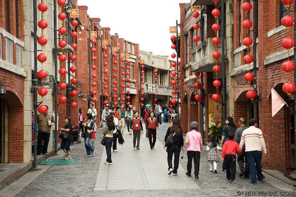 The National Center for Traditional Arts' Folk Art Boulevard is a replica of old streets and features many shops selling traditional art.
