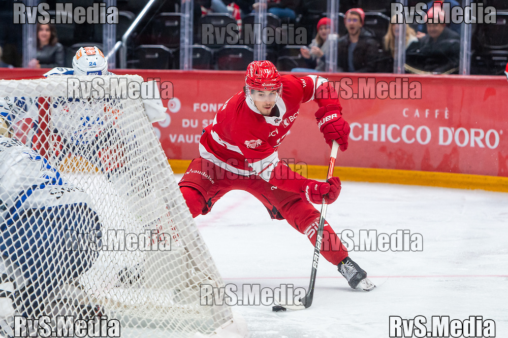 LAUSANNE, SWITZERLAND - OCTOBER 01: Ken Jager #17 of Lausanne HC in action during the Swiss National League game between Lausanne HC and ZSC Lions at Vaudoise Arena on October 1, 2021 in Lausanne, Switzerland. (Photo by Monika Majer/RvS.Media)