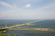 Nederland, Noord-Holland, Den Oever, 14-07-2008; waterkering tussen Waddenzee en IJsselmeer (rechts, voorheen Zuiderzee); aanleg van de dijk vormde onderdeel Zuiderzeewerken, initiatief van ingenieur Cornelis Lely; in de dijk de Stevinsluizen, spuisluizen - uitwaterende sluizen; het 'eiland' heet Robbenplaat; onder in beeld de schutsluizen  en Zuiderhaven; schutsluis. .luchtfoto (toeslag); aerial photo (additional fee required); .foto Siebe Swart / photo Siebe Swart