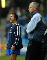 Fotball<br /> England 2004/2005<br /> Foto: BPI/Digitalsport<br /> NORWAY ONLY<br /> <br /> Millwall v West Ham United<br /> Coca Cola Championship. 21/11/2004.<br /> <br /> Millwall manager, Dennis Wise barks orders in-front of a quiet Alan Pardew.