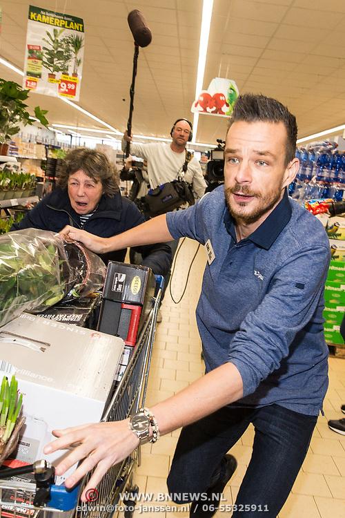 NLD/Hiuizen/20190108 - '1 Minuut gratis winkelen met Radio 538', Niek van der Bruggen helpt een winnaar met winkelen