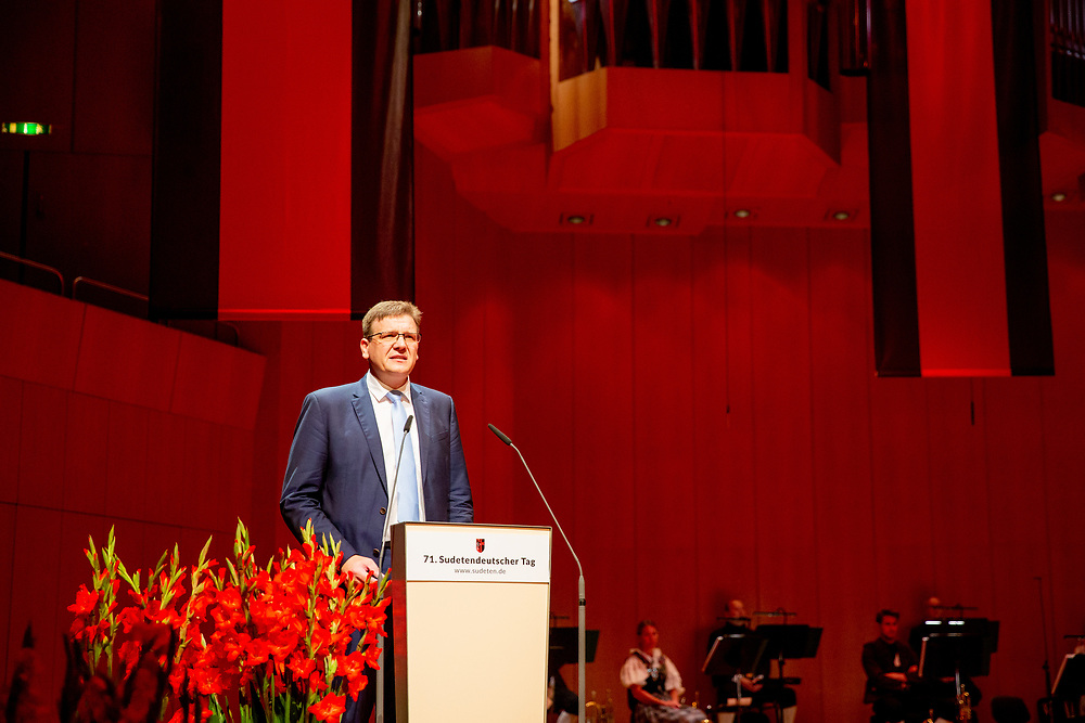 """Steffen Hörtler (State chairman of SL Bavaria) during the opening speech for the ceremony including the awarding of the European Charles Prize  during the 71st Sudeten German meeting at the """"Philharmonie im Gasteig"""" in Munich."""