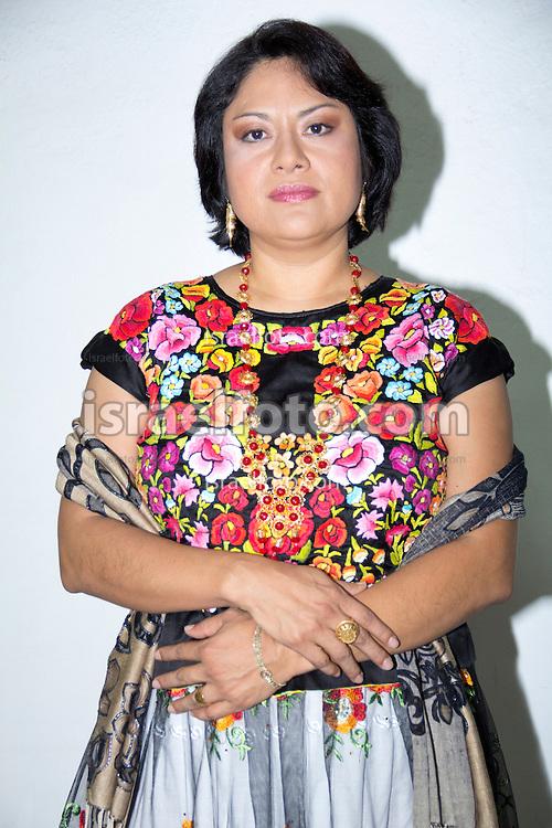 Irma Pineda es una poeta mexicana de Juchitán, Oaxaca. Escribe en diidxazá o zapoteco y en español.
