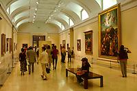 10/Julio/2005 Madrid.<br /> Visitantes en el interior del Museo del Prado.<br /> <br /> ©JOAN COSTA