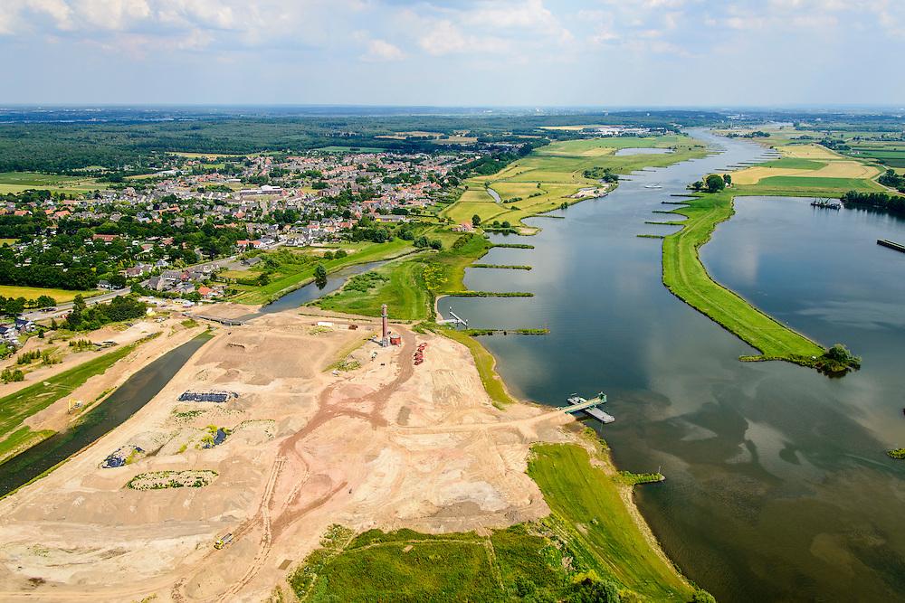 Nederland, Utrecht, Gemeente Rhenen, 26-06-2014;  Neder-rijn met Elster Buitenwaarden en Utrechtse heuvelrug..<br /> In het kader van het programma Ruimte voor de Rivier is de steenfabriek gesloopt (schoorsteen blijft behouden) en worden de uiterwaarden afgegraven. Rivier de Rijn krijgt hierdoor meer de ruimte en hoogwater kan sneller afgevoerd worden.<br /> Floodplain over Lower Rhine is excavated and former brickworks are demolished. This results in more space for the rover and floods can be drained more quickly.<br /> luchtfoto (toeslag op standaard tarieven);<br /> aerial photo (additional fee required);<br /> copyright foto/photo Siebe Swart.