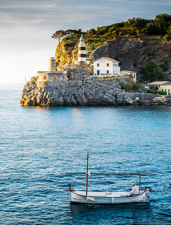 """These two lighthouses are located at the Est entry of the port named """"punta de Sa Creu"""". The construction of the original lighthouse on the left was abandoned in 1925, its localisation being dangerously to close to the sea during storms."""