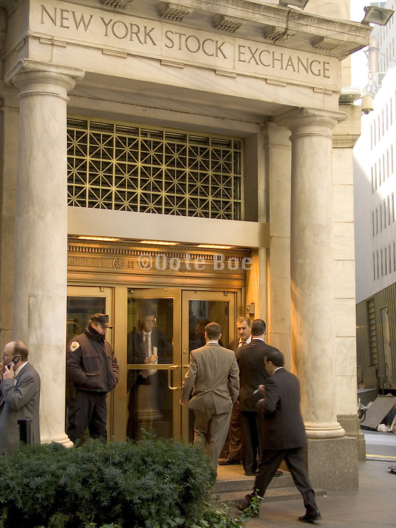workers entering the NY stock exchange