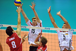 27.09.2010, Palatriest, Triest, ITA, Volleyball Weltmeisterschaft 2010, Vorrunde, Deutschland ( GER ) vs. Kanada ( CAN ), im Bild Adam Simac (#8 CAN) - Max Guenthoer (#15 GER / Haching GER), Bjoern Andrae (#5 GER / Kemerovo RUS). EXPA Pictures © 2010, PhotoCredit: EXPA/ nph/  Conny Kurth +++++ ATTENTION - OUT OF GERAMANY / GER +++++