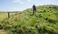DOMBURG - Nieuwe duinen langs hole 6/15  van de Domburgsche Golf Club in Zeeland (Walcheren) .  met groen rode paaltjes. Om te voorkomen dat golfers kwetsbare gebieden betreden zijn op een aantal plaatsen in de baan rode paaltjes met groene koppen geplaatst. De paaltjes staan met name langs de ecologische gebieden. COPYRIGHT KOEN SUYK Bal  in gebied, begrensd door ROOD-GROENE palen (Hindernis)<br /> <br /> Verplicht ontwijken (Stand en ligging) MET 1 STRAFSLAG<br /> <br />     No play zones OOK NIET BETREDEN!