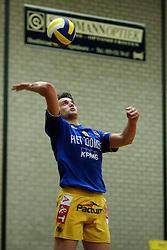 22-04-2003 VOLLEYBAL: PIET ZOOMERS DYNAMO - OMNIWORLD: APELDOORN<br /> Finale play-offs Piet Zoomers wint het landkampioenschap / Joram Maan<br /> ©2003-Ronald Hoogendoorn