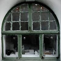 Vinduet til en maler.<br /> Foto: Svein Ove Ekornesvåg