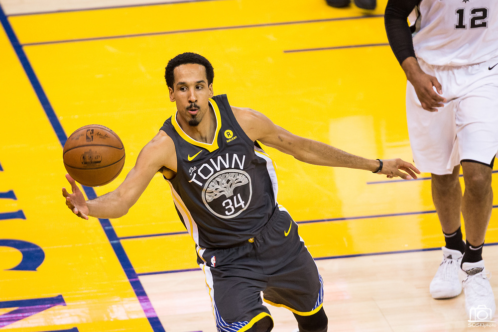 Golden State Warriors guard Shaun Livingston (34) chases down a loose ball during Game 2 of the Western Conference Quarterfinals against the San Antonio Spurs at Oracle Arena in Oakland, Calif., on April 16, 2018. (Stan Olszewski/Special to S.F. Examiner)