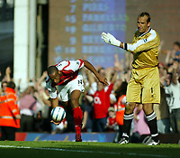 Fotball<br /> Premier League 2004/05<br /> Arsenal v Middlesbrough<br /> Highbury<br /> 22. august 2004<br /> Foto: Digitalsport<br /> NORWAY ONLY<br /> Henry wheels away in delight at Reyes goal Shwarer watches on